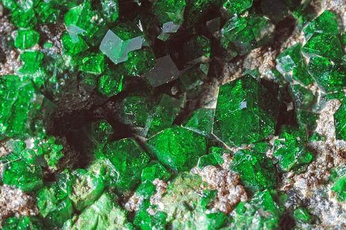 гранат меланит фото